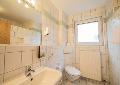 Einzelzimmer Du und WC Standard